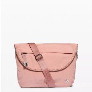 NWT Lululemon festival bag in pink pastel